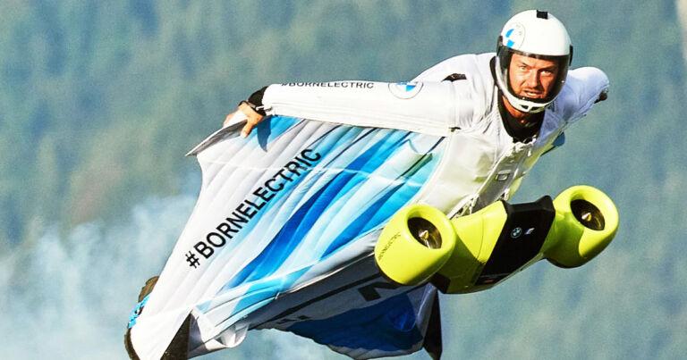Wingsuit 186 MPH Hızla Uçmanızı Sağlıyor