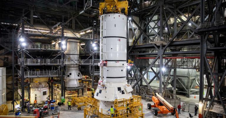 NASA, SLS'yi Florida'da Resmi Olarak Birleştiriyor