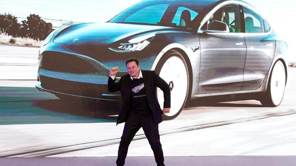 Tesla 35.000 Dolarlık En Ucuz Arabasını İptal Etti