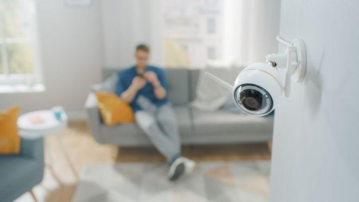 Güvenlik Teknisyeni, Müşterilerin Kameralarını Hacklediğini İtiraf Etti