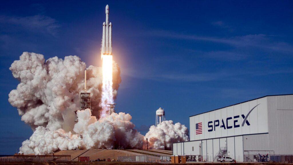 SpaceX Starship İçin İki Petrol Kulesi Satın Aldı